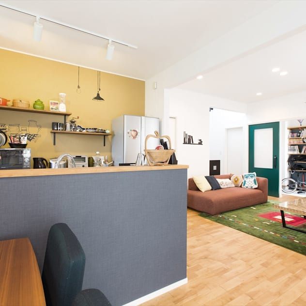 LDK - 広い土間玄関のある家: ジャストの家が手掛けたキッチンです。,モダン