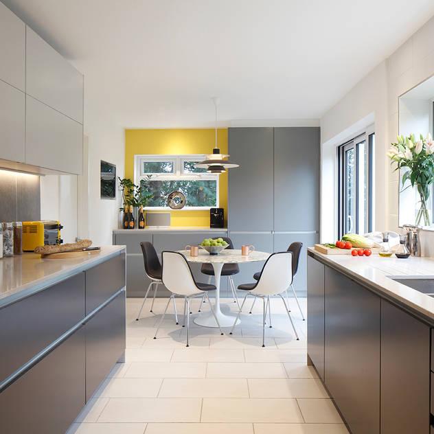 Cocinas de estilo moderno de Paul Langston Interiors