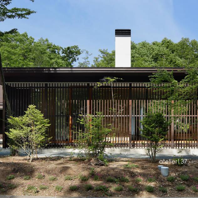 Nhà phong cách kinh điển bởi atelier137 ARCHITECTURAL DESIGN OFFICE Kinh điển Gỗ Wood effect