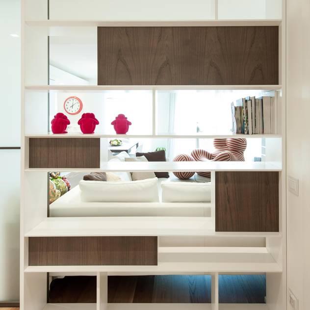 Hành lang, sảnh & cầu thang phong cách tối giản bởi Studio Associato Casiraghi Tối giản Gỗ Wood effect