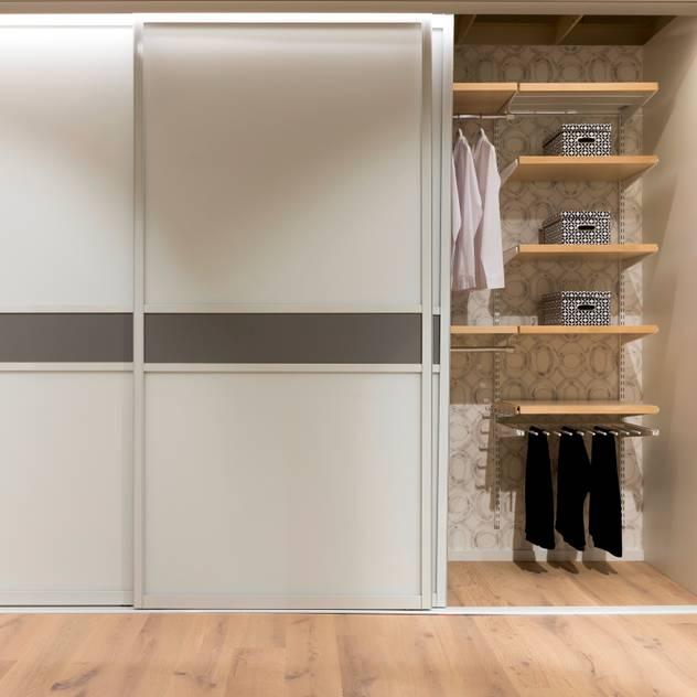 Phòng ngủ phong cách Bắc Âu bởi Elfa Deutschland GmbH Bắc Âu