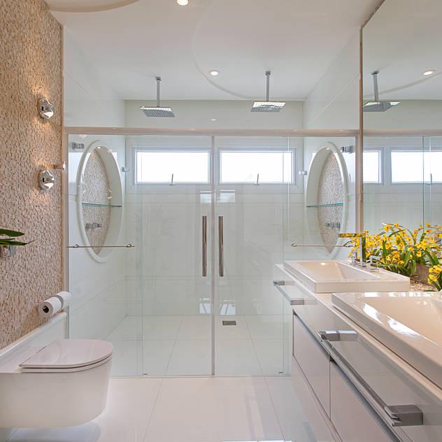 Casa Europa: Banheiros modernos por Arquiteto Aquiles Nícolas Kílaris