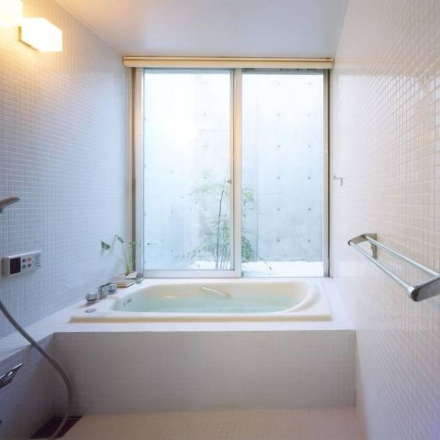 Baños de estilo moderno por FrameWork設計事務所