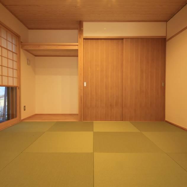 Phòng giải trí phong cách chiết trung bởi 田村建築設計工房 Chiết trung