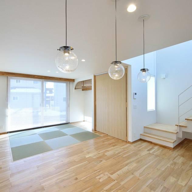 House Y1: 一級建築士事務所 ima建築設計室が手掛けたリビングです。