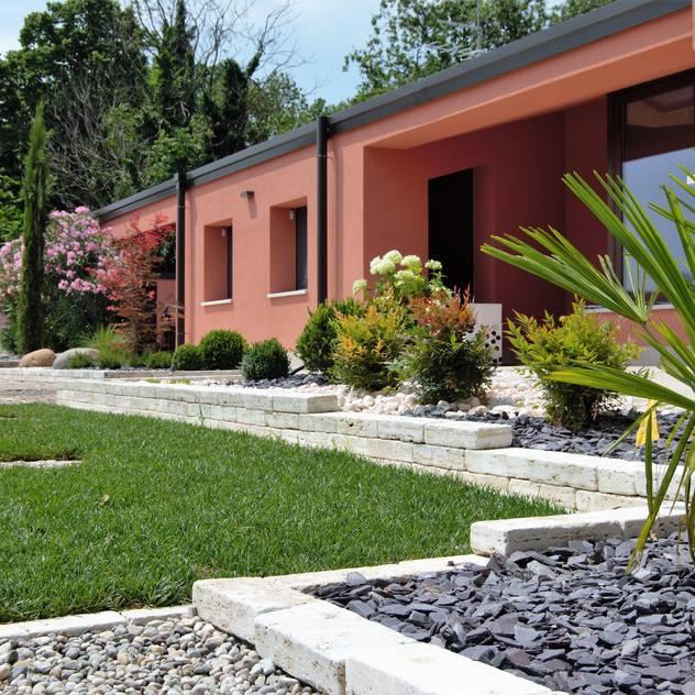 Modern garden โดย Lugo - Architettura del Paesaggio e Progettazione Giardini โมเดิร์น