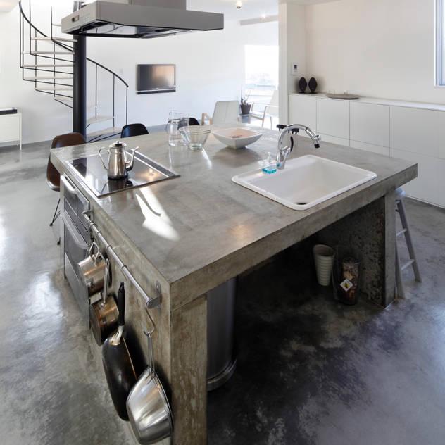 コンクリート打ち放しキッチン: 久保田正一建築研究所が手掛けたキッチンです。,ミニマル コンクリート