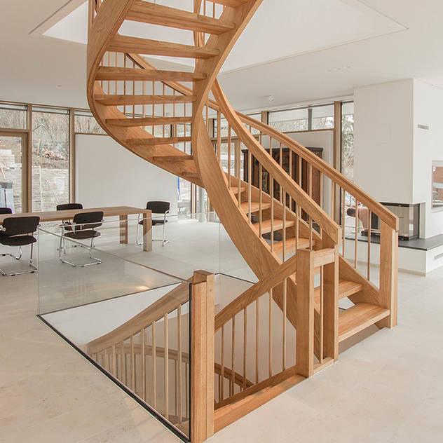 Hành lang, sảnh & cầu thang phong cách kinh điển bởi Holzmanufaktur Ballert e.K. Kinh điển Gỗ Wood effect