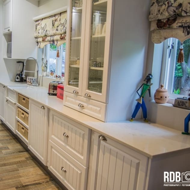 country Kitchen by Ergo Designer Kitchens and Cabinetry