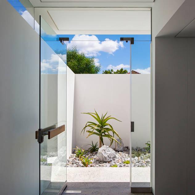 FIRTH 114802 by Three14 Architects Three14 Architects Minimalist corridor, hallway & stairs