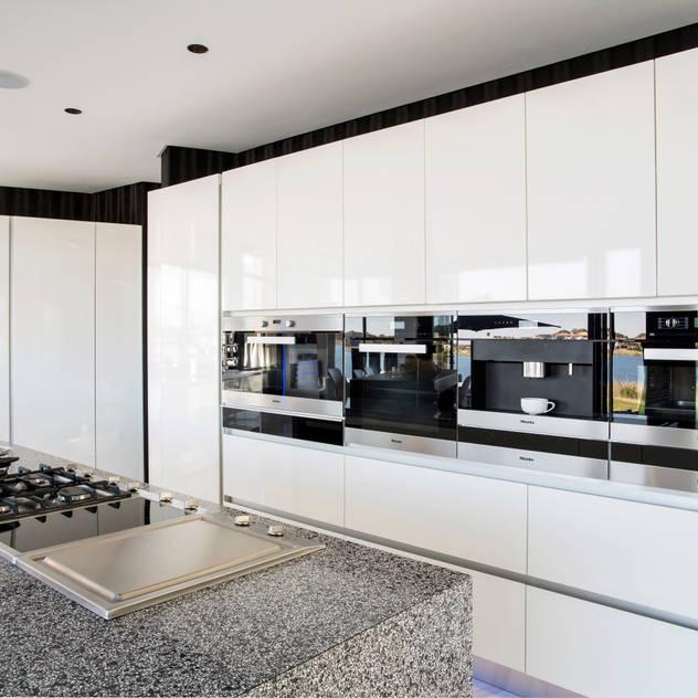 ULTRA MODERN RESIDENCE FRANCOIS MARAIS ARCHITECTS Modern kitchen