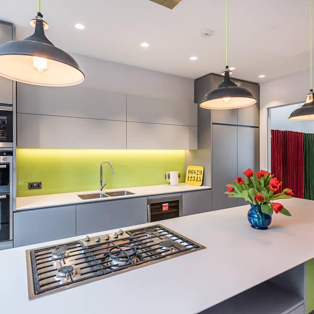 Stonechat Mews Roehampton Nhà bếp phong cách hiện đại bởi The Crawford Partnership Hiện đại