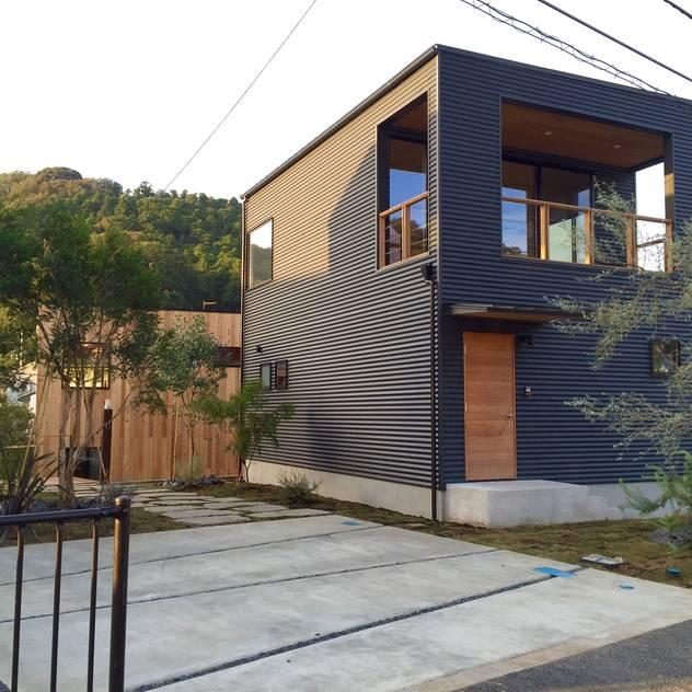 長柄の庭 モダンな庭 の Shikinowa Design モダン