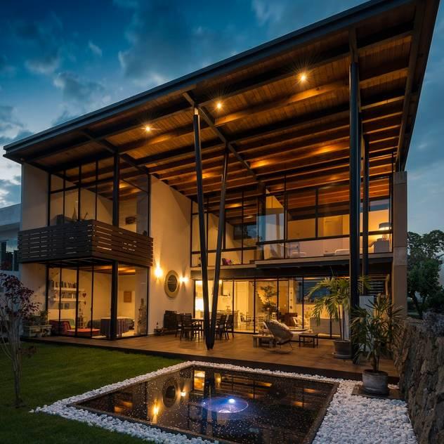 Fachada sur Casas modernas de arquitecturalternativa Moderno