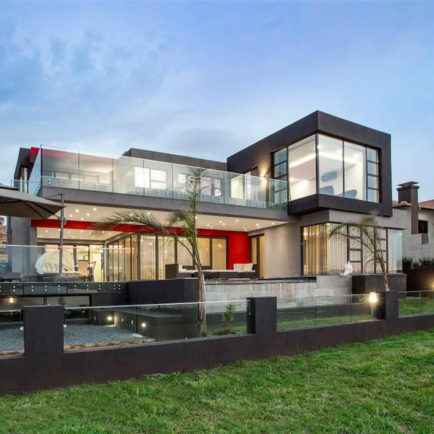 Ultra modern FRANCOIS MARAIS ARCHITECTS Modern houses