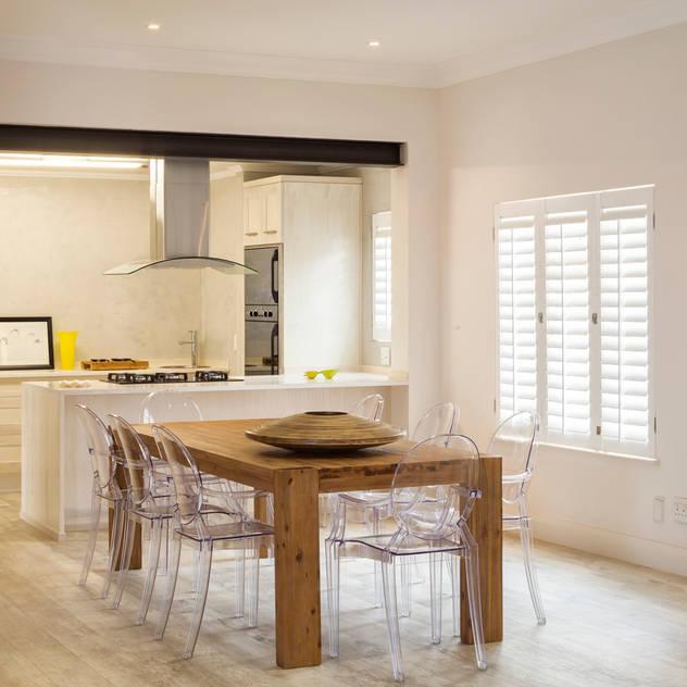 New dining room Minimalist dining room by Deborah Garth Interior Design International (Pty)Ltd Minimalist