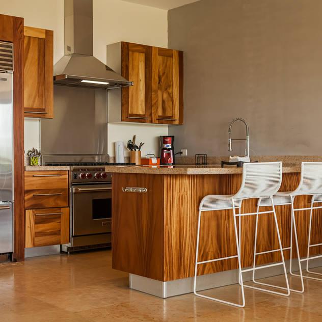 MORADA CUATRO: modern tarz Yemek Odası