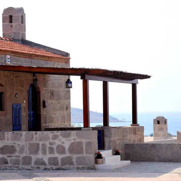 Ebru Erol Mimarlık Atölyesi – YARBASAN TAŞ EVLERİ: akdeniz tarzı tarz Evler