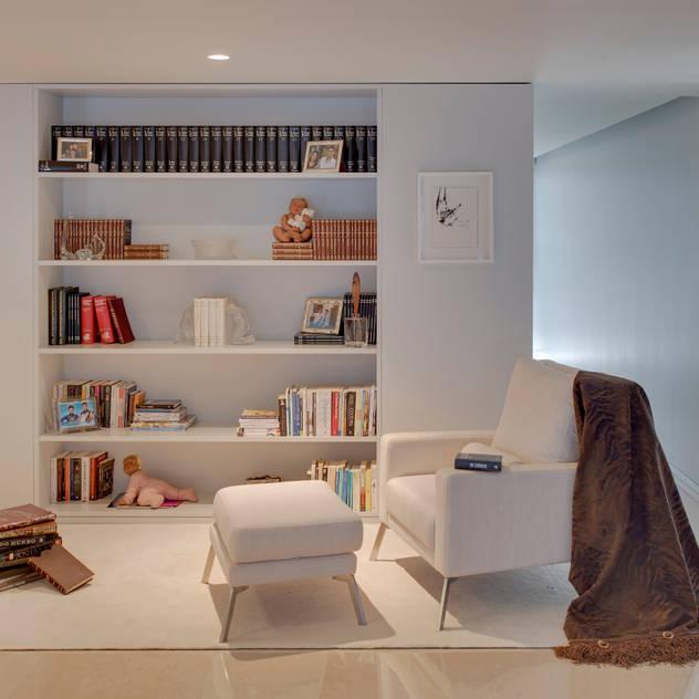 Vista geral zona de leitura: Espaços de trabalho por B.loft