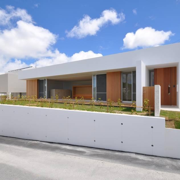 NKMR-HOUSE モダンな 家 の 門一級建築士事務所 モダン