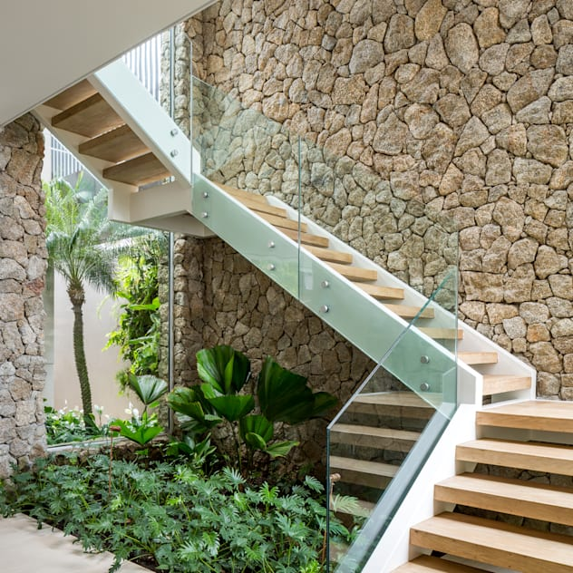Vườn phong cách nhiệt đới bởi Daniel Nunes Paisagismo Nhiệt đới