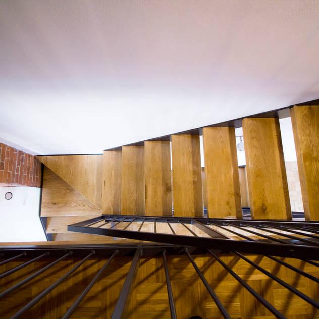 Hành lang, sảnh & cầu thang phong cách mộc mạc bởi Lascia la Scia S.a.s. Mộc mạc