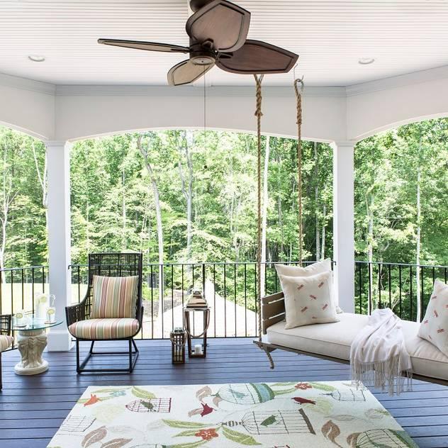 Hiên, sân thượng phong cách chiết trung bởi Lorna Gross Interior Design Chiết trung