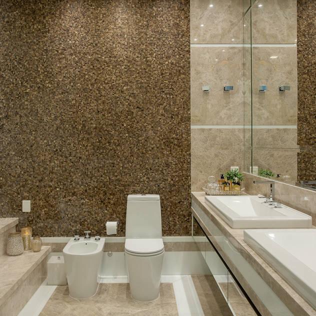 Casa Indaiatuba: Banheiros modernos por Designer de Interiores e Paisagista Iara Kílaris