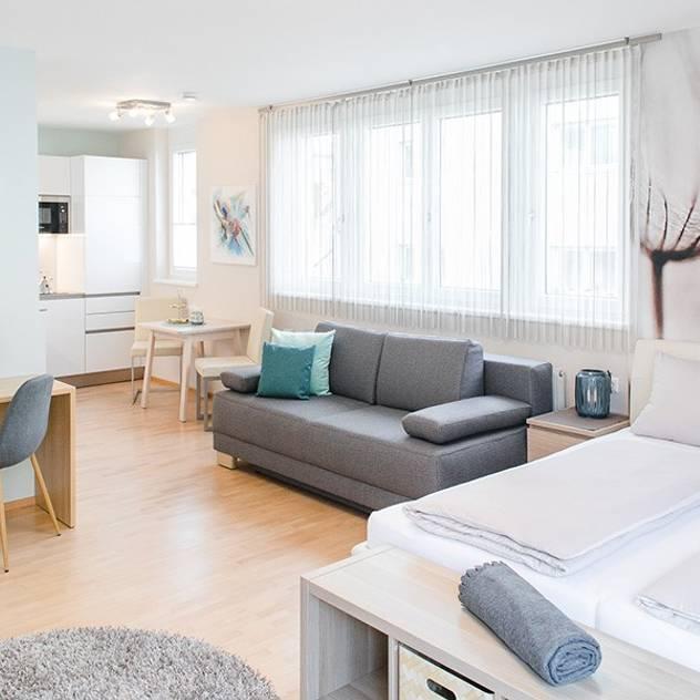 Ruang Keluarga Modern Oleh wohnly Modern