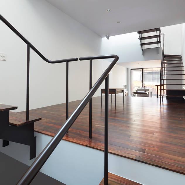 南田辺の家 / House in Minami-tanabe: 藤原・室 建築設計事務所が手掛けたリビングです。