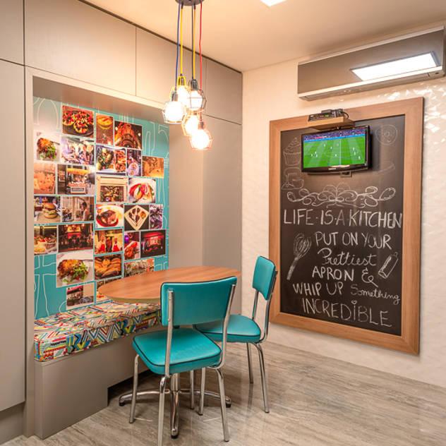 Copa: Cozinhas modernas por Quadrilha Design Arquitetura