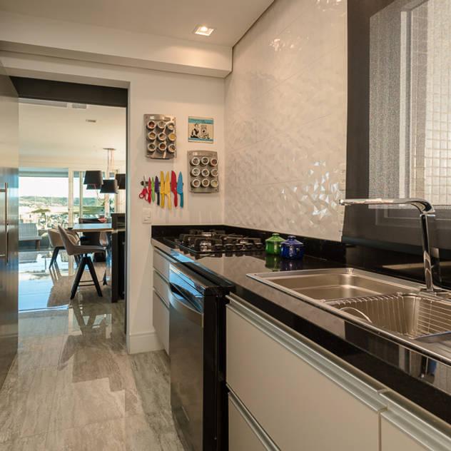 Cozinha: Cozinhas modernas por Quadrilha Design Arquitetura