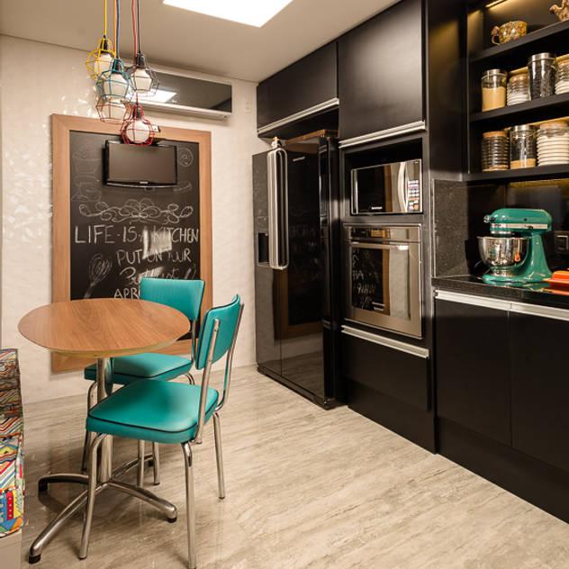 Apartamento Arte Bela Vista: Cozinhas modernas por Quadrilha Design Arquitetura