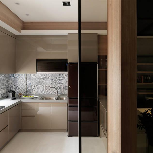 Kitchen by 白金里居  空間設計, Modern