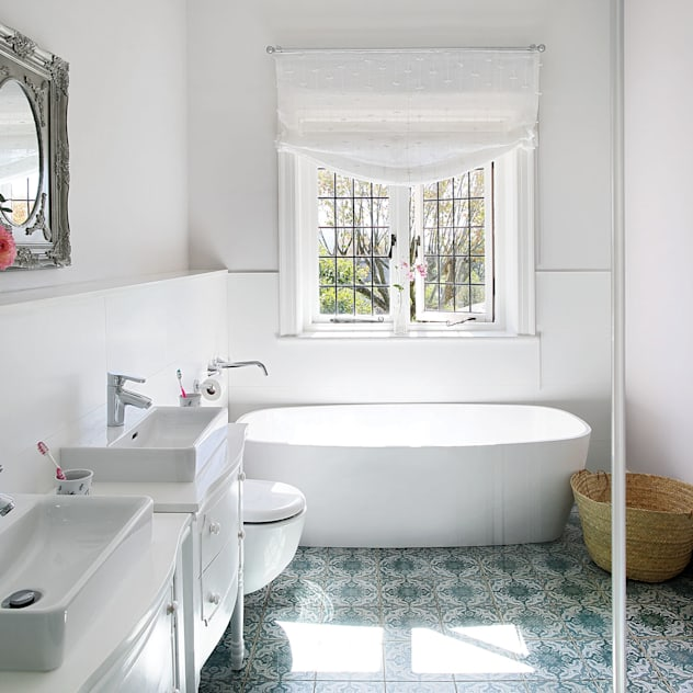Bathroom Natalie Bulwer Interiors Classic style bathroom White