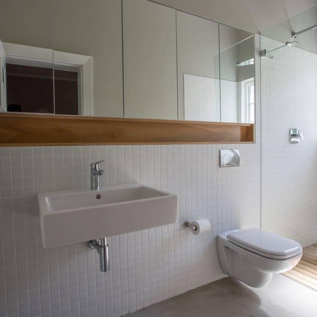 Oranjezicht House #01 Kunst Architecture & Interiors Modern bathroom