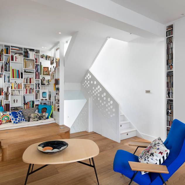 ห้องนั่งเล่น by Shade Abdul Architecture