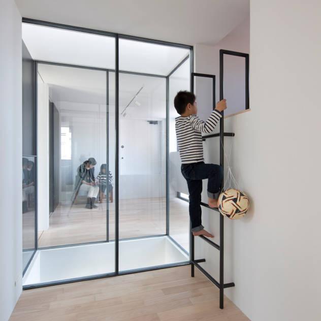 3世帯の家 / House for 3 generations: 藤原・室 建築設計事務所が手掛けた子供部屋です。