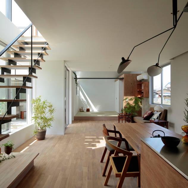 Hành lang, sảnh & cầu thang phong cách hiện đại bởi arc-d Hiện đại