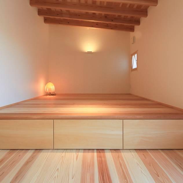 agata house: 髙岡建築研究室が手掛けた寝室です。