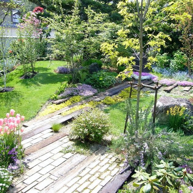 Vườn phong cách hiện đại bởi GAZON~ガゾン~ Hiện đại Gỗ Wood effect