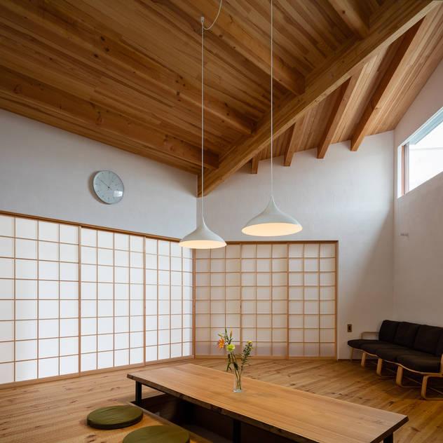 Phòng khách phong cách châu Á bởi 内海聡建築設計事務所 Châu Á