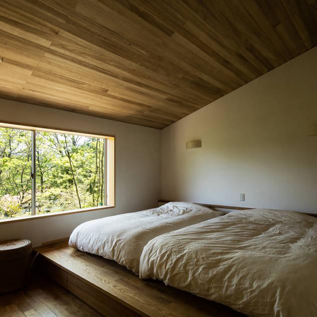 寝室: 神家昭雄建築研究室が手掛けた寝室です。