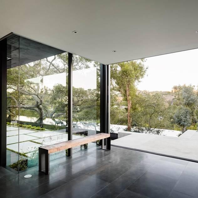 Hiên, sân thượng phong cách hiện đại bởi Paul Marie Creation Garden Design & Swimmingpools Hiện đại