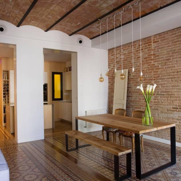 nghệ nhân kiến trúc Phòng ăn phong cách mộc mạc bởi Nghệ nhân Kiến trúc thủ công Mộc mạc