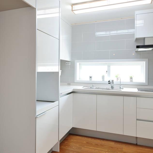 신목동 3단지 한옥스타일 아파트 인테리어: (주)더블유디자인의 주방