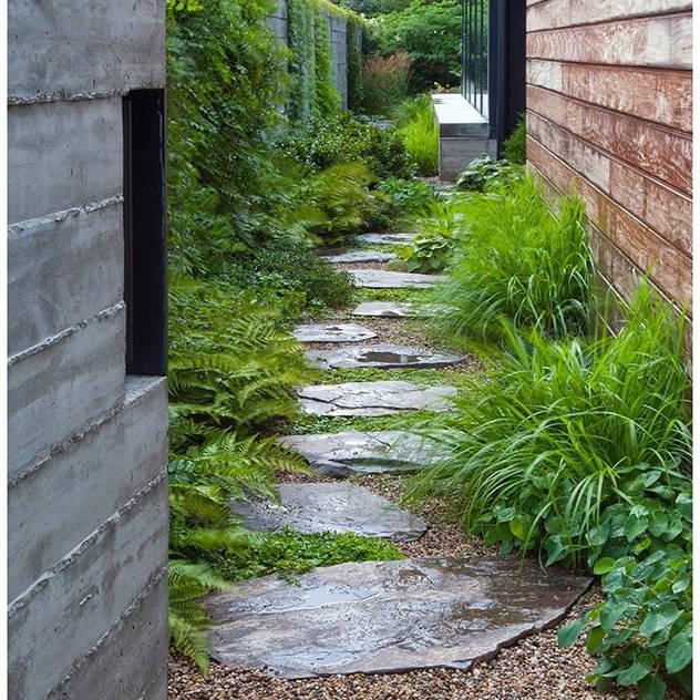 Vườn phong cách hiện đại bởi Paul Marie Creation Garden Design & Swimmingpools Hiện đại