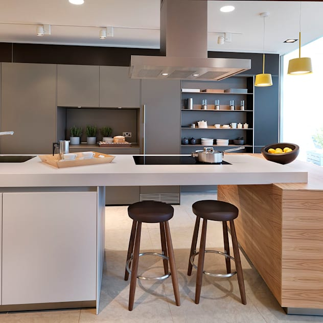 Oxford Showroom : modern Kitchen by Kitchen Architecture