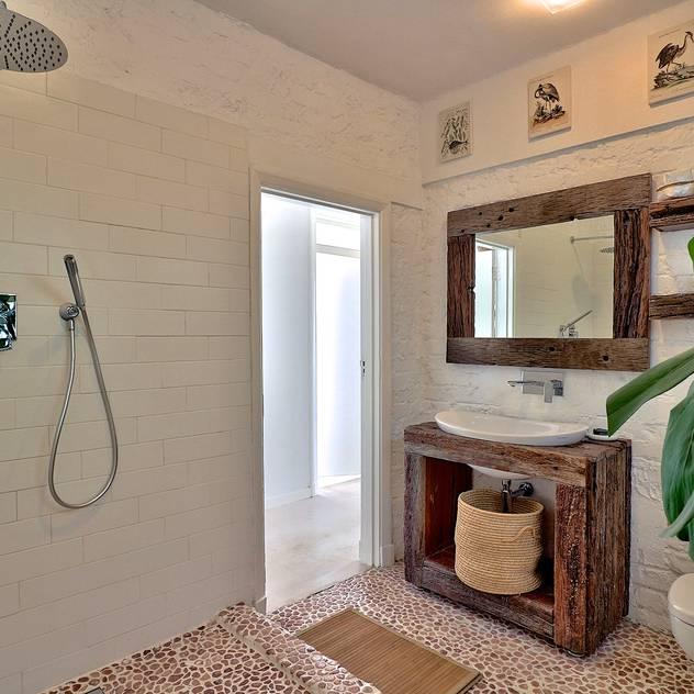 Beach Retreat apartment Studio Do Cabo Eclectic style bathroom