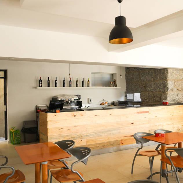 Works & Refurbishments Hầm rượu phong cách mộc mạc bởi Miguel Oliveira Mộc mạc Cục đá